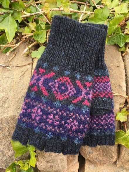 Cosmos Mitts - Wilma Malcolmson